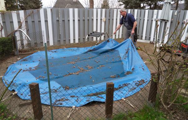 Pool-Inbetriebnahme-Abdeckung-entfernen