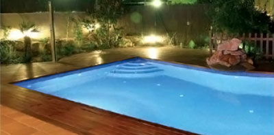 beleuchteter-Pool-Abends-LumiPlus